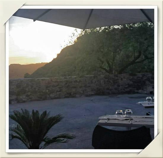 Lo'tentic  - la terrasse le soir vue mer lo'tentic -   © erica