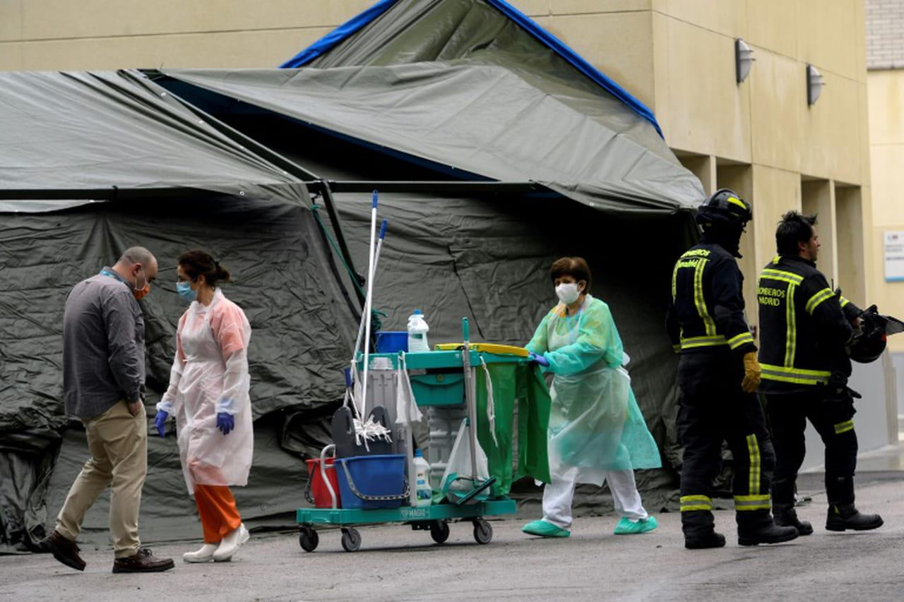 L'Espagne dépasse les 9.000morts mais la pandémie ralentit