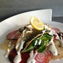 Plat : Postcards Restaurant  - Filet de maquereau et carpaccio de betterave sauce raifort -
