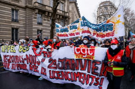 Entre l'Assemblée nationale et le Medef, manifestation à Paris contre les licenciements