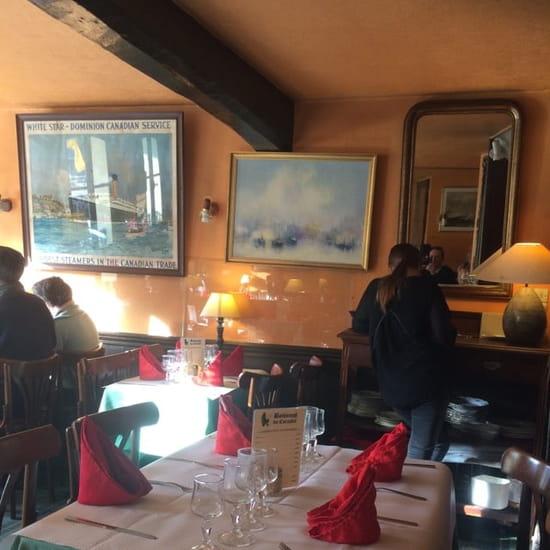 Restaurant : Le Corsaire  - Salle a l'étage .....éloge au calme et à la douceur de vivre. Soleil le midi .....agréable  -