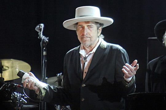 Bob Dylan: concerts, business juteux, excès... Biographie d'un artiste qui fascine