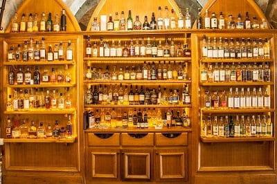 La Diligence  - cave à whiskies -   © Ed Carr