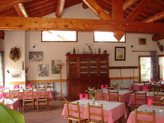 Les Glaciers, restaurant en Haute-Maurienne  - Salle de restaurant panoramique -   © J.Chevalier