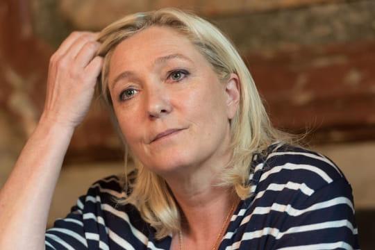Marine Le Pen: fan deFdesouche sur Twitter?