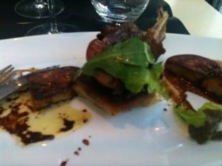 Entrée : Auberge du Château  - Escalope de foie gras poêlée avec pêche poêlée  -