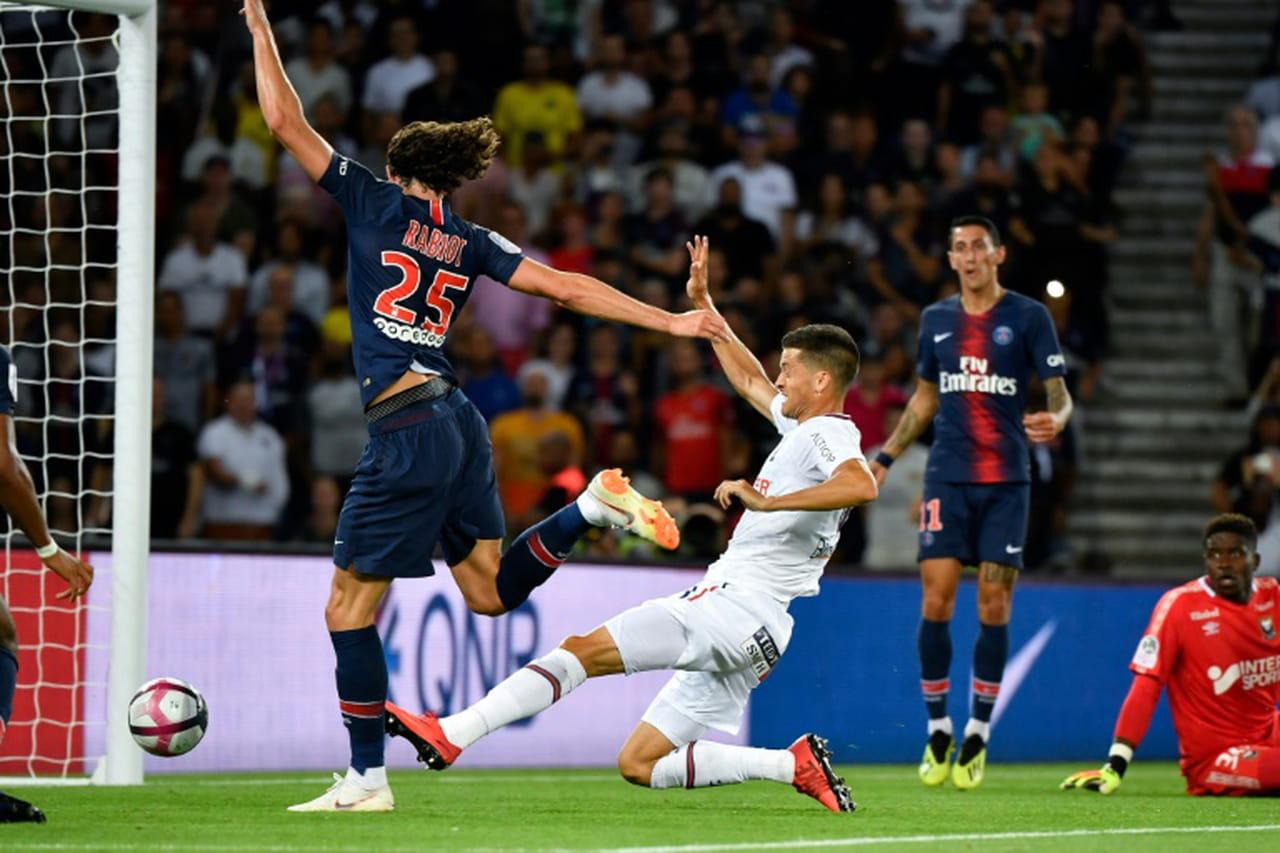 Ligue 1: le PSG débute en battant Caen 3-0, buts de Neymar, Rabiot et Weah