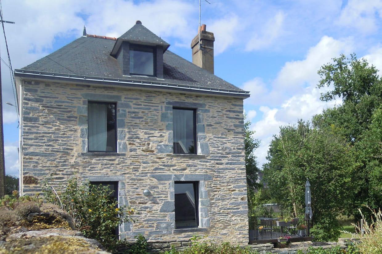 Suivez la r novation d une jolie maison bretonne for Renovation maison pierre