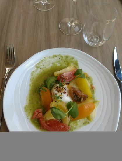 Entrée : Domaine de l'Epau  - Domainedelepau_lemans_restaurant_leverger_archedelanature_ Salade de tomates d'antan_burrata_pesto. -   © Photos des plats,