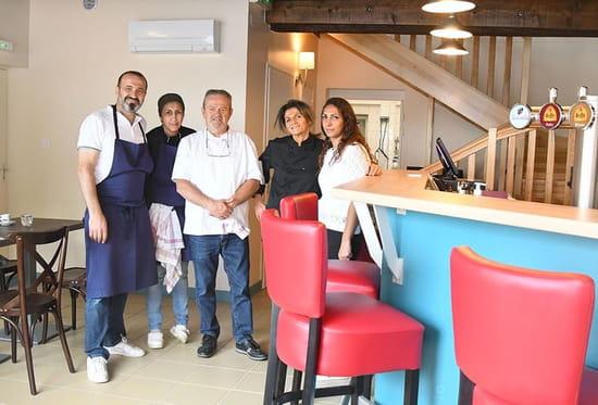 Restaurant : La Brasserie du Fleuve  - l'équipe de la brasserie -   © [1]
