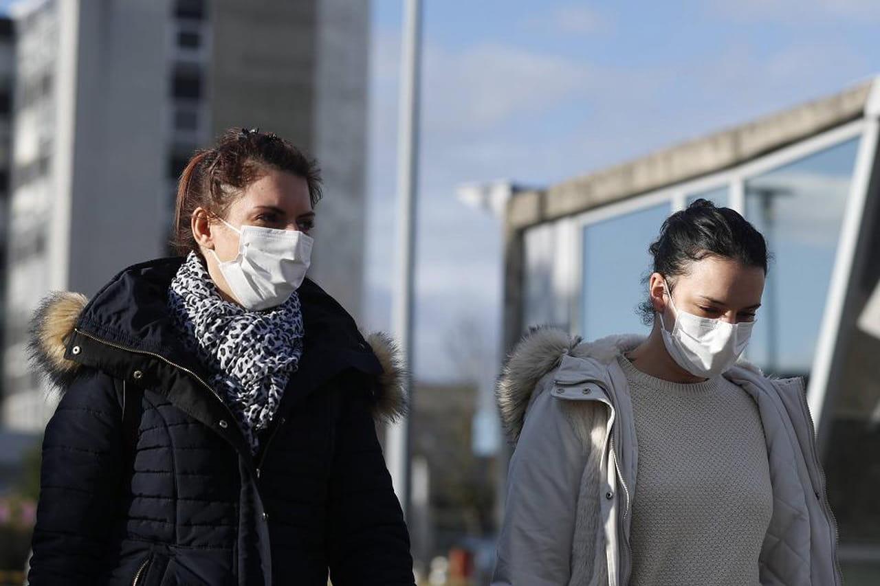 Direct. Coronavirus en France: hausse très forte des contaminations, vers un passage au stade 3?