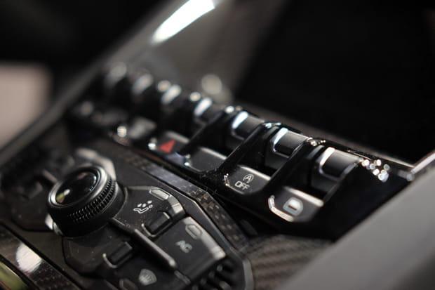 Zoom sur la console centrale de la voiture