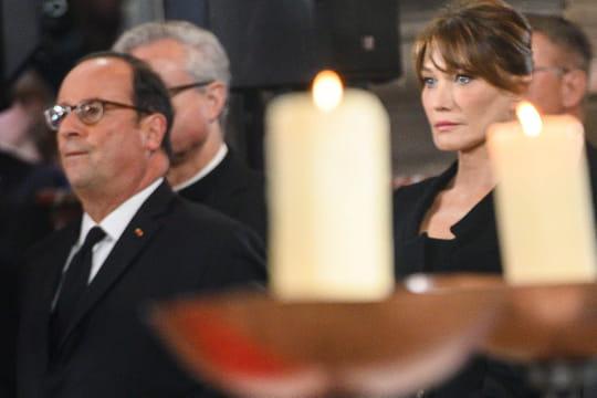 """Carla Bruni: François Hollande, """"heurté"""", révèle ce qu'il lui a dit"""