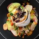 Plat : L'Atelier du Royal  - Burratina, Tomate et Avocat -   © L'atelier du Royal