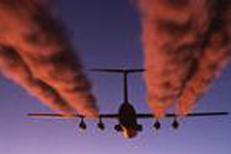 Pourquoi les avions laissent-ils des traînées dans le ciel?