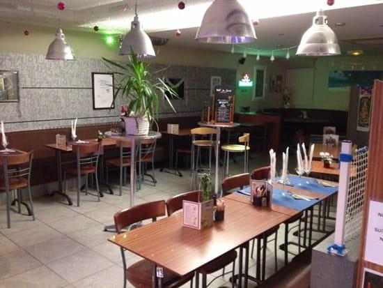 Restaurant : Brasserie La Plage  - Salle du resto disposée en mode réception -