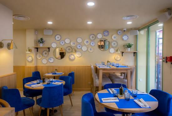 Restaurant : Casa Leya  - Mur d'assiettes -   © Casa Leya