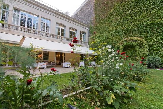 Les Arts  - Terrasse et jardin -   © Jean-Pierre Salle