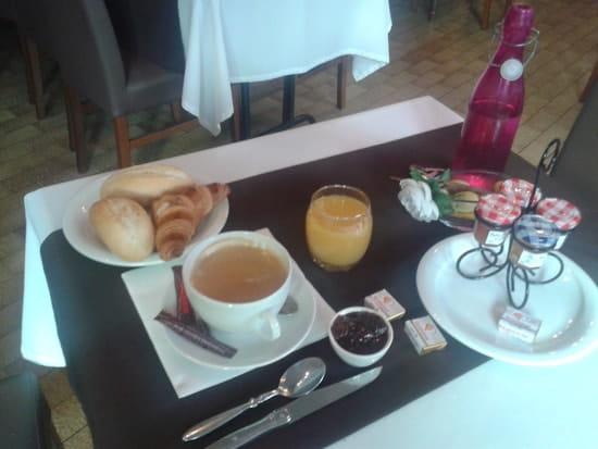 La Truffière  - La table du petit déjeuner ou bruch -   © Isabelle Petiet