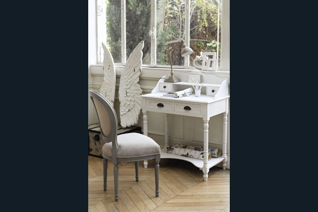un bureau romantique. Black Bedroom Furniture Sets. Home Design Ideas