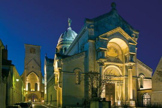 Mise en lumière de la tour Charlemagne et de la basilique Saint-Martin-de-Tours