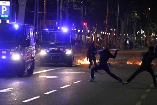 Catalogne: grève générale à Barcelone, violences... Les images