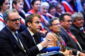 """En Bretagne, Macron promet de répondre """"sans reniement"""", ni """"entêtement"""" au grand débat"""