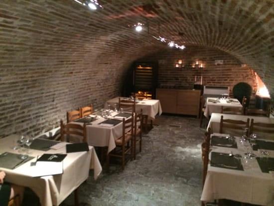 Restaurant : Auberge du Pont Vieux  - La salle de la cave. -