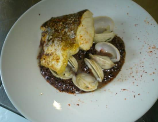 Plat : Talaia  - Merlu de ligne,  riz vénéré avec ses raisin de Corente et praire  -