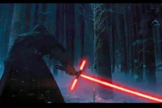 Le trailer officiel de Star Wars 7montre unnouveau sabre laser!