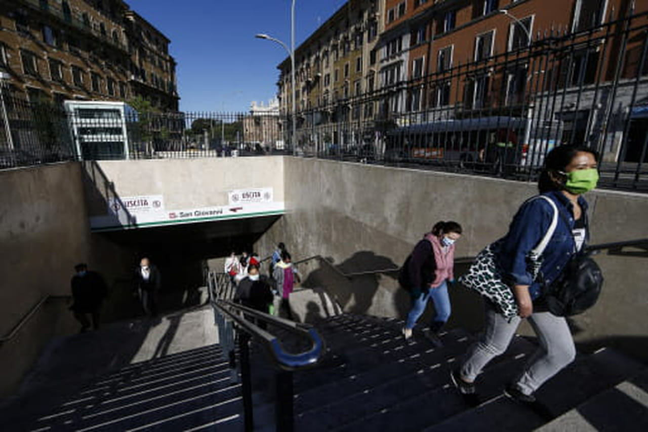 Coronavirus dans le monde: déconfinement en Italie, bilan en baisse en Espagne, aux USA...