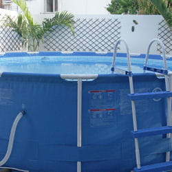 il faut compter 150 € pour une piscine tubulaire comme celle-ci.