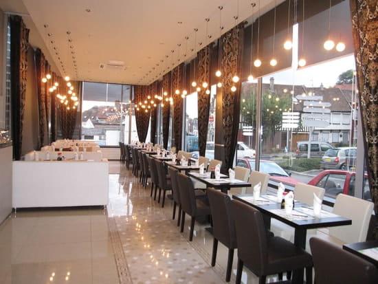 Thevert  - salle du restaurant japonais -   © lily