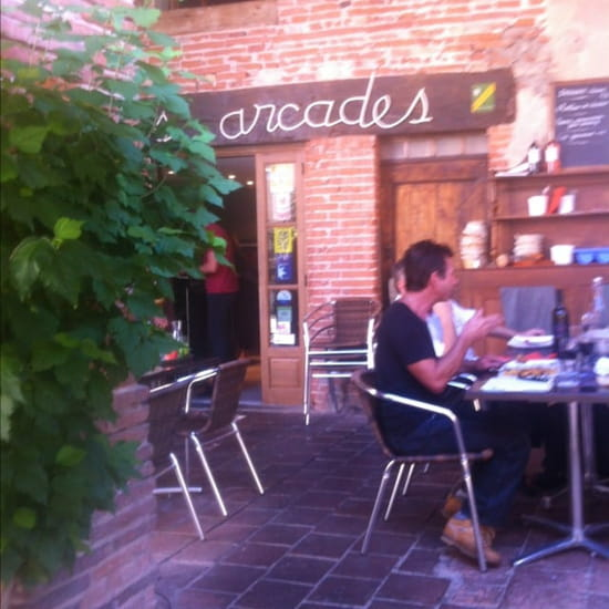 Restaurant : Les Arcades  - Terrasse agréable, ombragée !! -