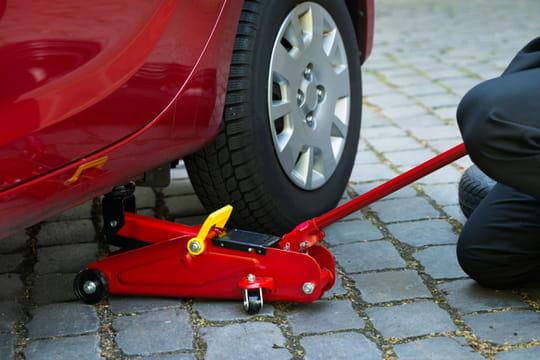 Cric hydraulique: comment choisir le meilleur et bien l'utiliser?