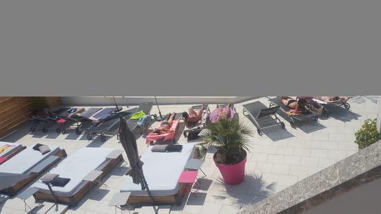 Restaurant : Le 4.27  - Extérieur coustellet piscine -   © 4.27