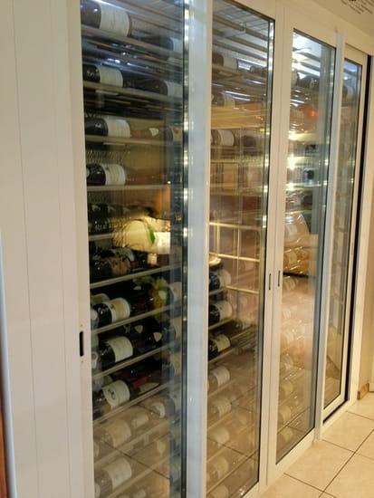 Restaurant des Grands Crus  - Vinothèque avec les 33 grands crus de Bourgogne -   © anciaux marianne