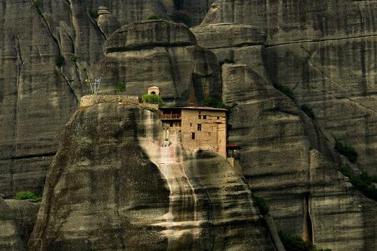 Les monastères suspendus en Grèce