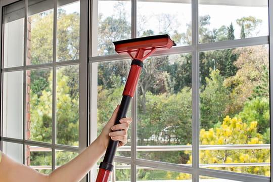 laver les vitres sans traces 5 astuces de nettoyage efficaces. Black Bedroom Furniture Sets. Home Design Ideas