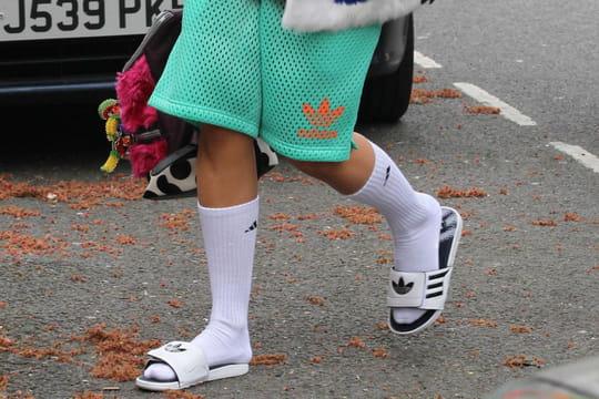 Claquettes-chaussettes: mode à prendre au sérieux ou simple buzz?