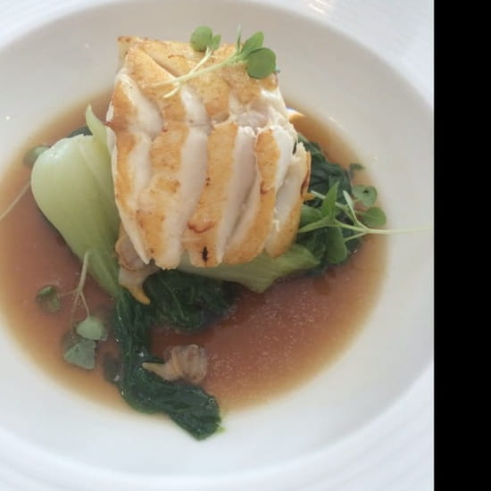 Plat : Le Pousse Pied  - Filet de cabillaud, pak choî, coques et bouillon de légumes  -