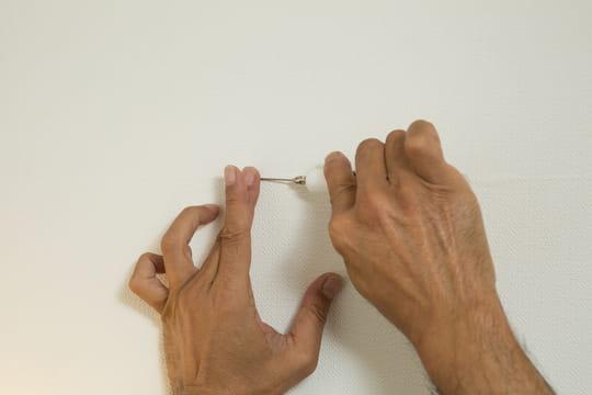 Réparer un accroc de papier peint