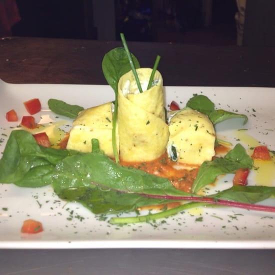 Entrée : L'Assiette Amoureuse  - Wraps végétarien coulis de poivron -