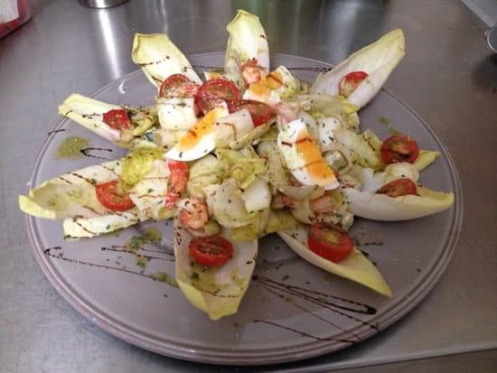 Plat : Bagatelle  - Salade endives écrevisses roquefort tomate œuf -