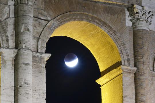 Eclipse de Lune: les plus belles photos du 16juillet dernier