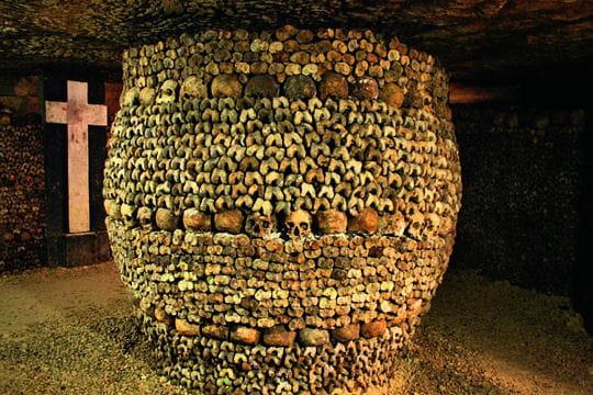 Visitez les catacombes de Paris