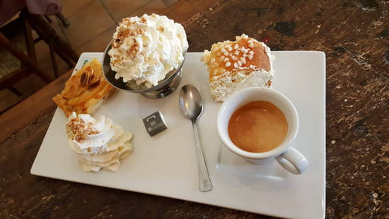 , Dessert : Les Amis de la Fontaine  - Café gourmand -   © evelyne leyris