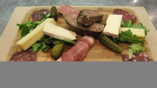 Entrée : Cosy  - Planche charcuterie et fromage -   © Cosy