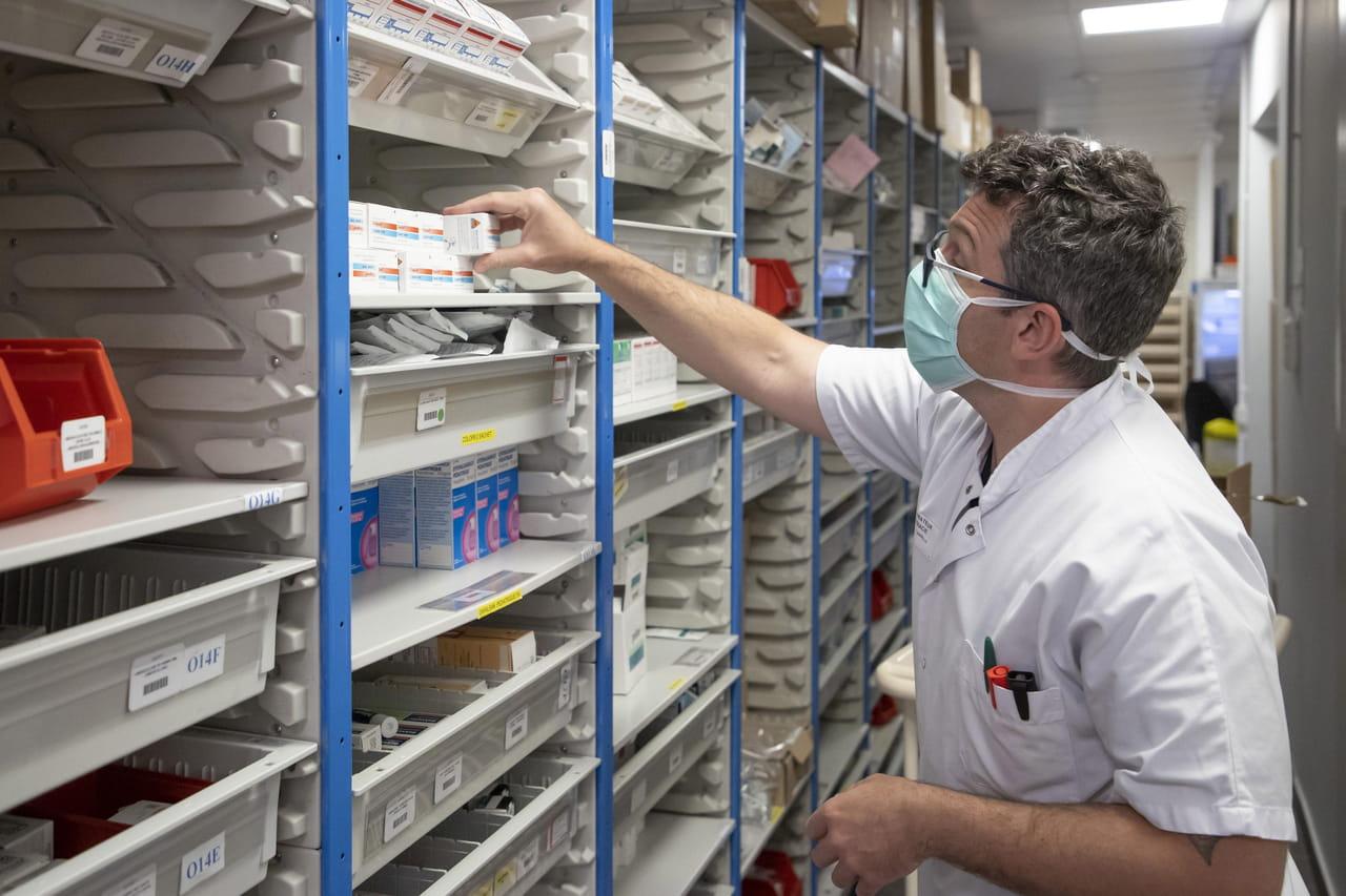 DIRECT. Coronavirus en France: l'avis du Conseil scientifique attendu, bientôt un vaccin?