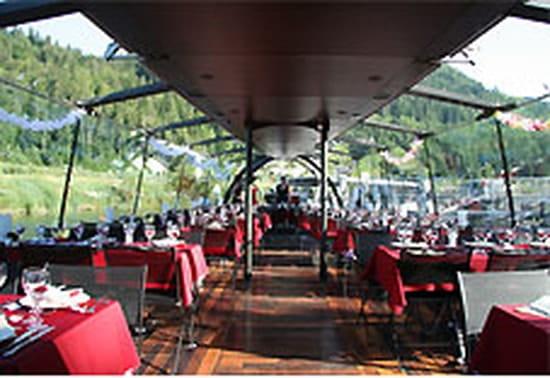 Bateaux du Saut du Doubs  - croisière repas à bord des Bateaux du Saut du Doubs -   © Bateaux du Saut du Doubs - Cie DROZ-BARTHOLET